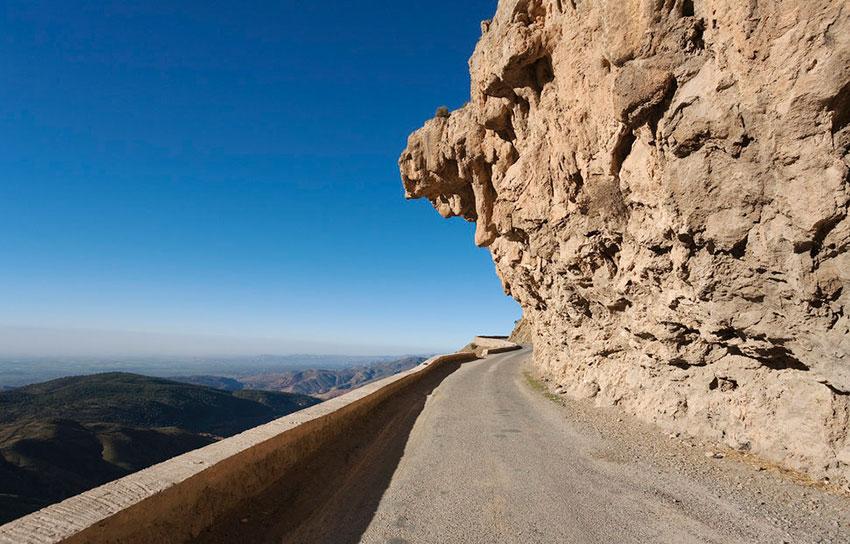 Опасная дорога в Марокко