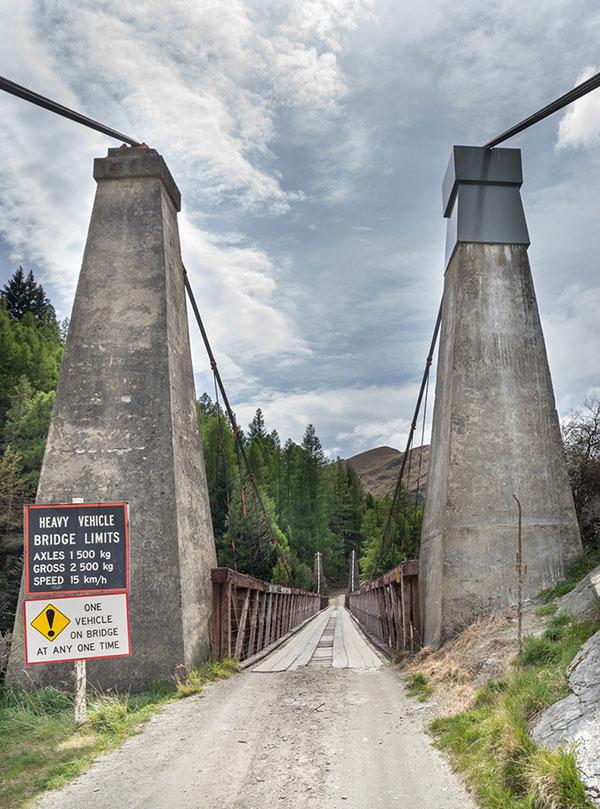 Опасная дорога в Новой зеландии горный мост