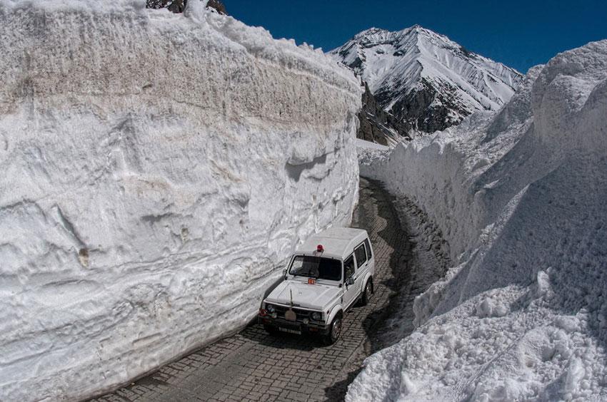 Опасная дорога в Индии