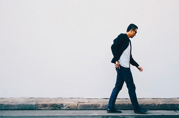 Человек мужчина идет путь
