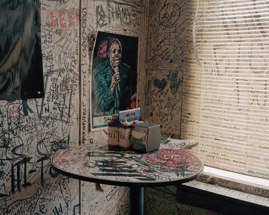 исписанные стены изрисованные